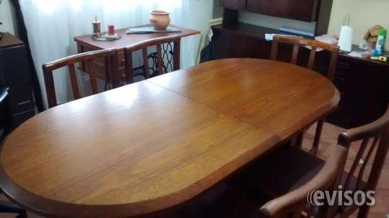 Mesa enchapada en roble extensible y seis sillas la plata $8000