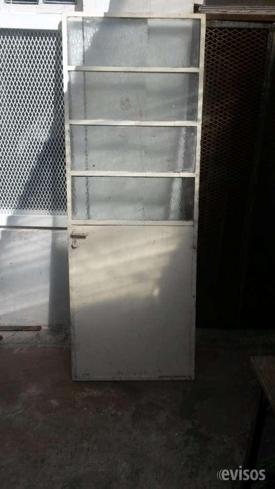 Puerta de hierro y vidrio excelente estado