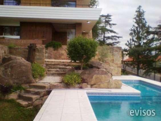 Casa en venta en carlos paz con pileta, parque, vista al lago, barrio residencial
