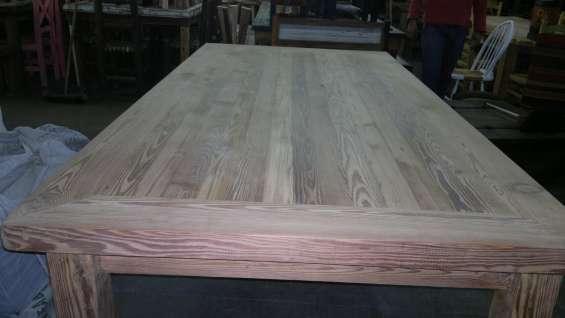 Mesa grande de pinotea