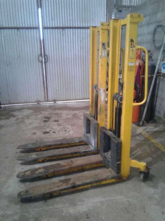Elevador de carga 1000 kg. - manual - usado