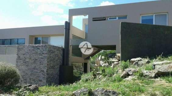 Hermosa casa en potrerillo de larreta- oportunidad