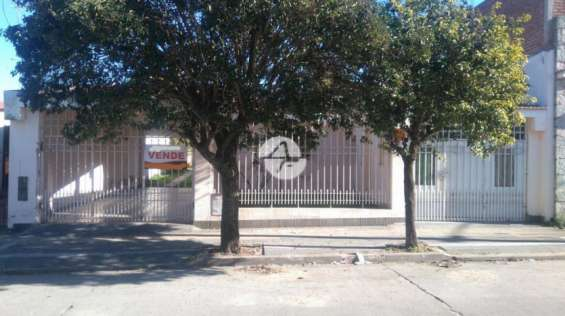 Casa + departamento en b° sur, sobre calle 24 de septiembre