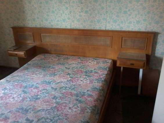 Dormitorio en petiribì macizo + lampara de techo .