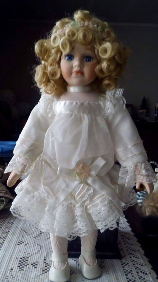 Compro muñecas de pocelana. altura mas de 40 cm.