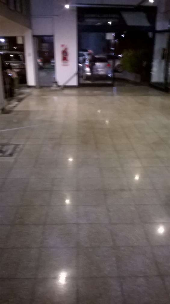 Pulidor de mosaicos y marmoles , mesadas y escaleras $ 180 el m2
