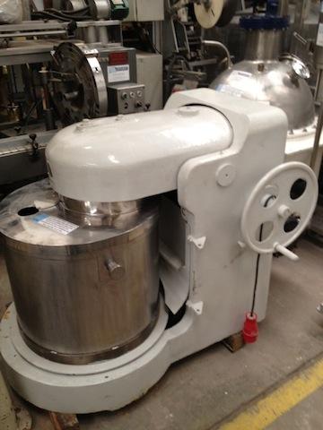 Atidora pony mixer construida en acero inoxidable 200 litros.