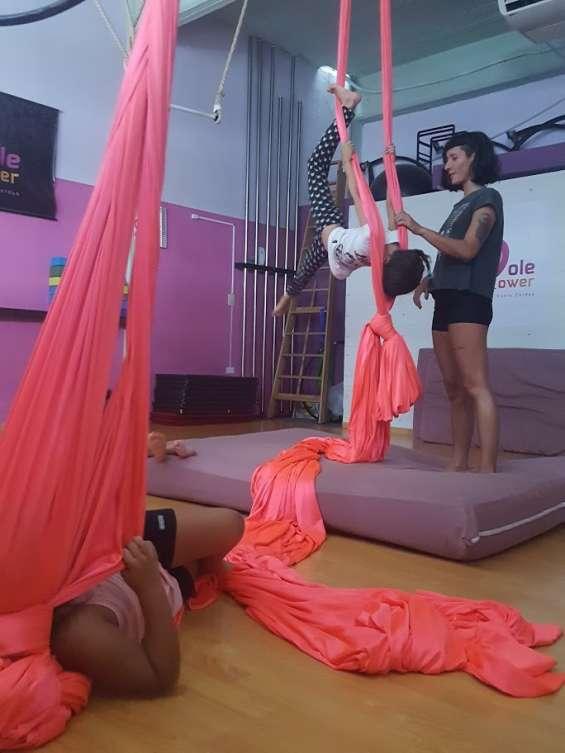 Clases de acrobacia en telas para niños en san andres