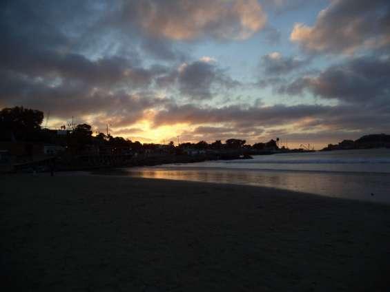 Atardecer en playa pichidangui, comuna de los vilos, chile