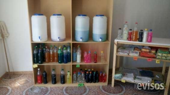 A trasladar negocio de artículos de limpieza incluido muebles mostradores y más de 100