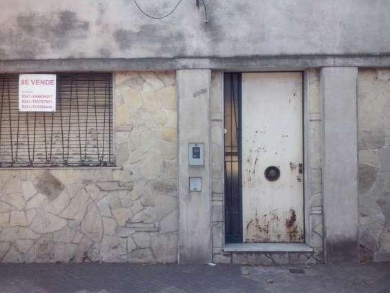 Montevideo y lavalle, casa a reciclar