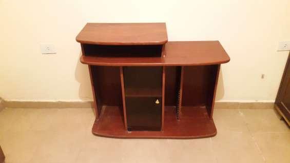 Mesa para televisor de madera