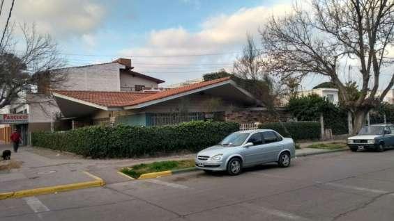 Dueño vende - casa esquina pleno centro plaza departamental de luján