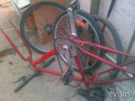 Vendo bici, desarmada c/algunos.faltantes y pero con varios repuestos
