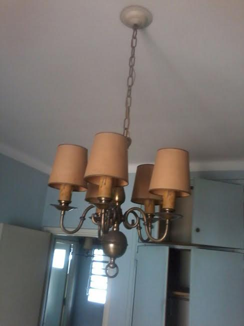- lámparas de techo y apliques de bronce ...........