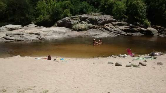 Alquilo dptos nuevos con bajada directa al rio en las sierras