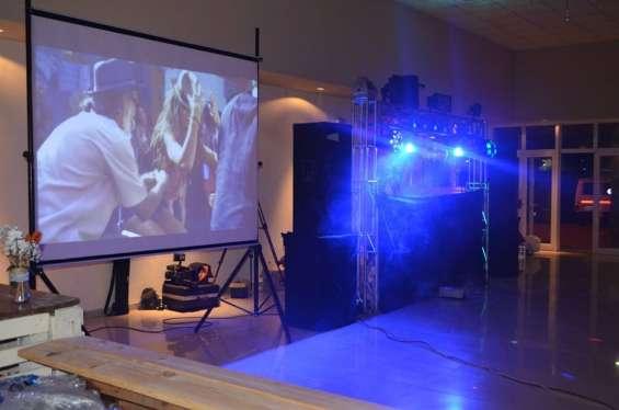 Sonido e iluminacion con pantalla gigante y alquiler de enseres vajillas