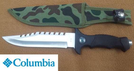 Cuchillo columbia con funda y brújula