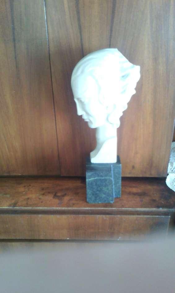 Busto de mármol de carrara