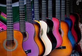 Profesora de guitarra adolescentes jovenes