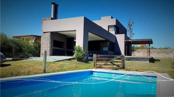 Moderna casa en bº liniers, excelentes vistas