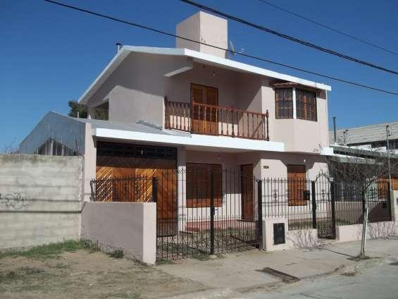 Alquilo casa con galpon - ideal p/emprendedor