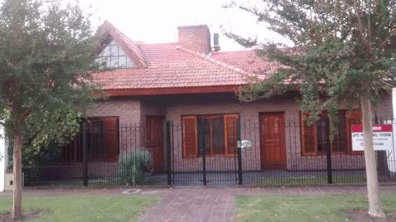 En venta casa ideal profesionales/empresas, es apto para uso familiar