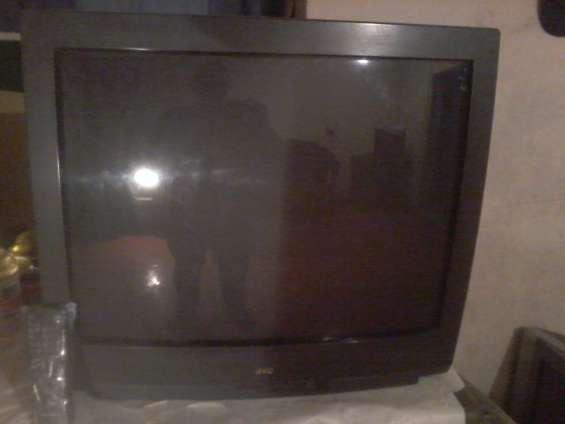 Vendo tv jvc 29 pulgadas con control remoto