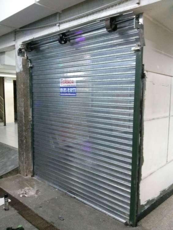 Fabrica de cortinas metalicas guias con cabeza
