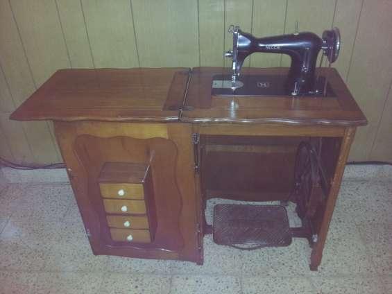 Maquina de coser antigua (marca necchi)