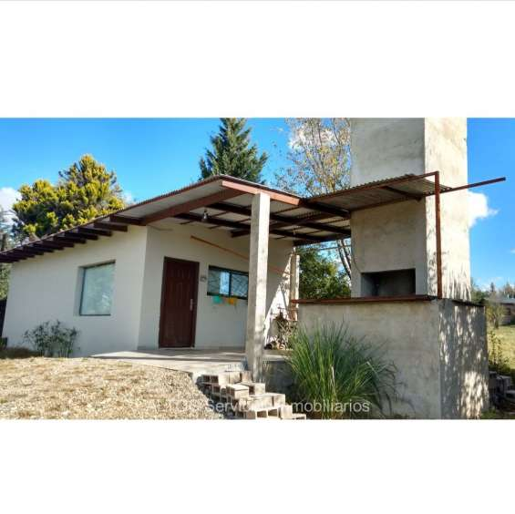 Casa con pileta, terr. 1.844 mts2, escritura, potrero de garay