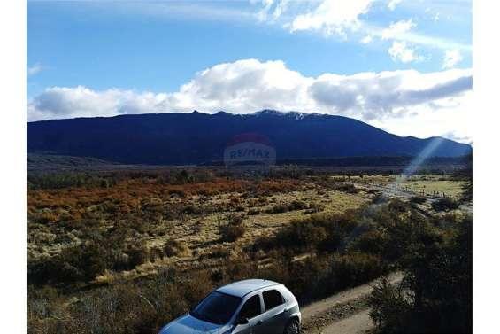 Hermosa fracción de terreno en tacuifi, zona el foyel de 19.450 m2, totalmente plano, con vertientes de agua en la zona y al pie de un pequeño cerro. orientación norte. se ubica a la altura del paraje el foyel, a unos 90 km. de la ciudad de bariloche por