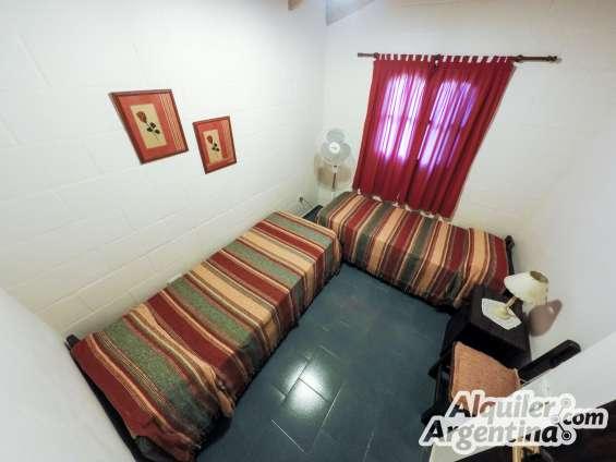 Habitacion / con dos camas simples