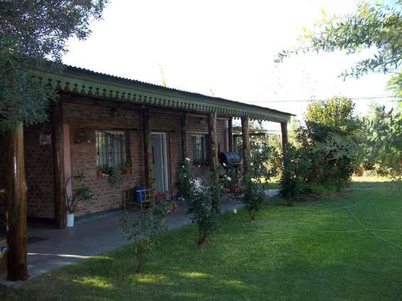 Casa frente parquizado- vegetacion autoctona y parque