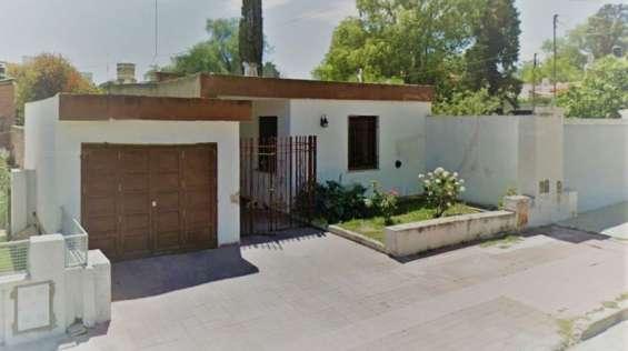 Casa en venta, b° pellegrini – a refaccionar, excelente ubicación