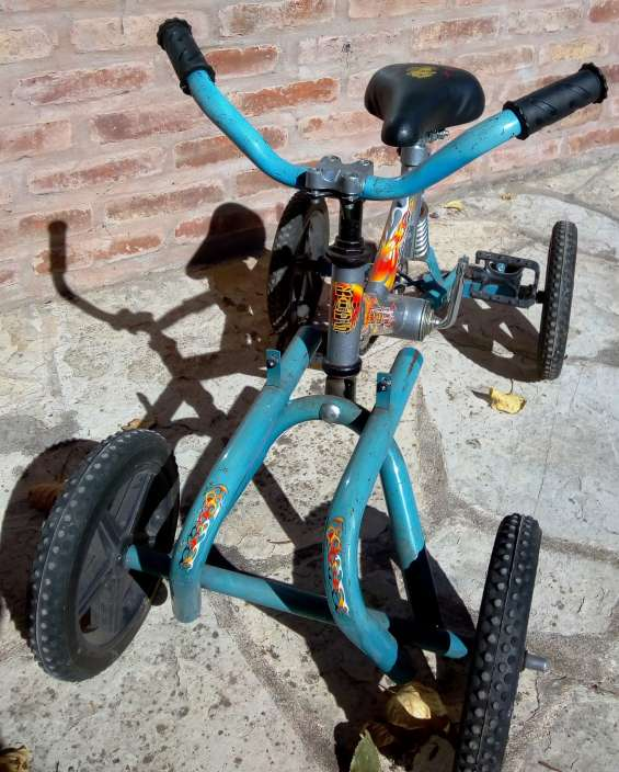 Cuatriciclo a pedal para niños