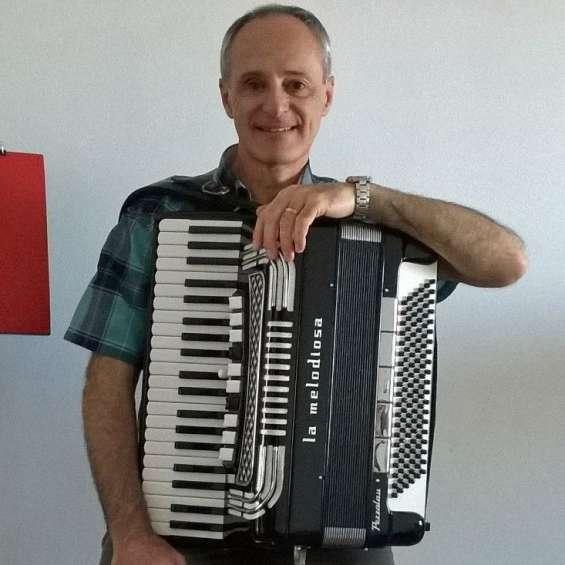 Profesor de acordeon a piano