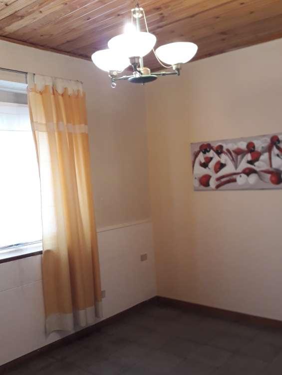 Alquilo casa 3 dormitorios garage amplio. placares