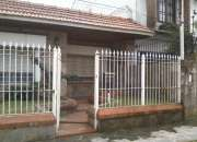 Casa americana con frente de tejas en Barrio Santa Rita, Longchamps