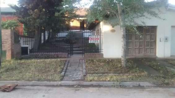 Alquilo casa para 6 personas 2d 1b patio garage en mte hermoso