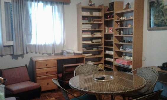 Alquilo casa 3/4 dormitorios garage 2 autos. placares. centrica. buena zona