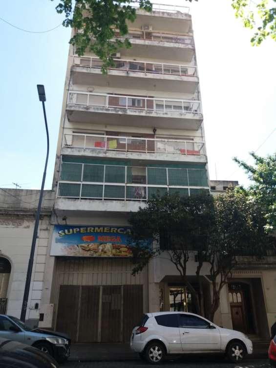 3 ambientes en chacarita, con balcón, en zona audio visual