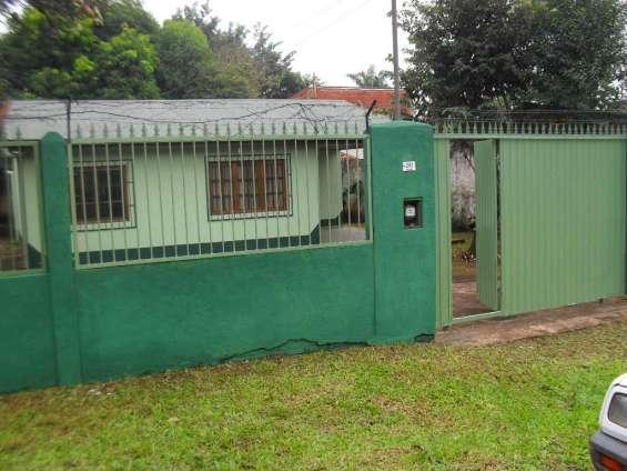 Alquilo casa con 3 dormitorios en puerto iguazú