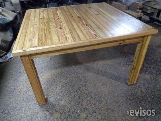 Mesa cuadrada de pinotea