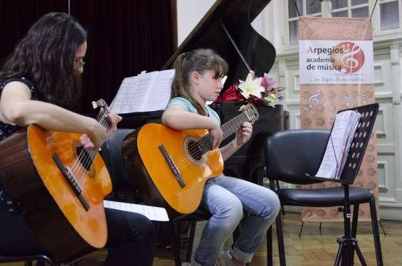Clases de guitarra y canto todas las edades.