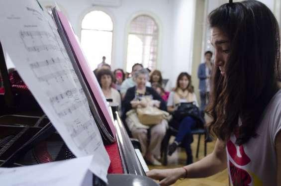 Alumnos academia musical  arpegios participan de conciertos en vivo