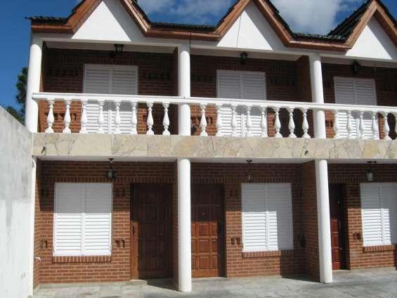 Contra-frente, se compone de 2 plantas, pb. y 1º piso