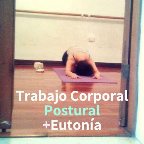 Trabajo corporal postural con elementos de eutonía