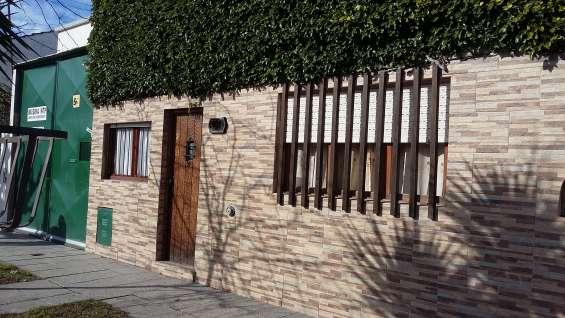 Dueña vende casa sobre lote de 10x43.30