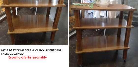 Mesa de tv usada de madera